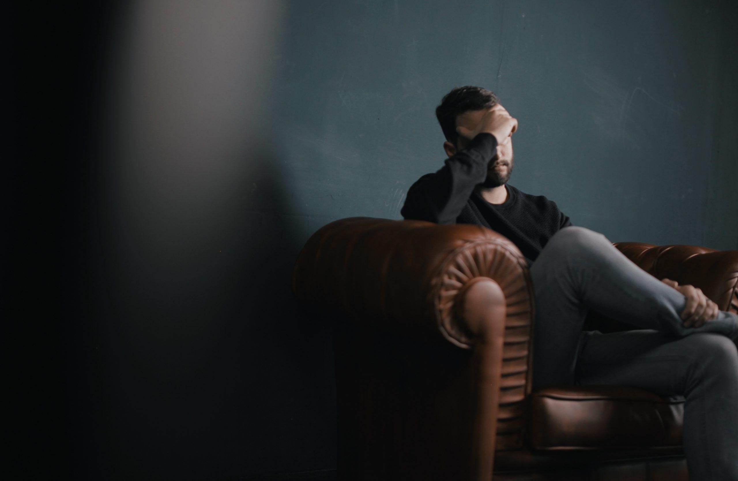 Prévenir les comportements addictifs au travail : cinq questions à Vanessa Taté Richier