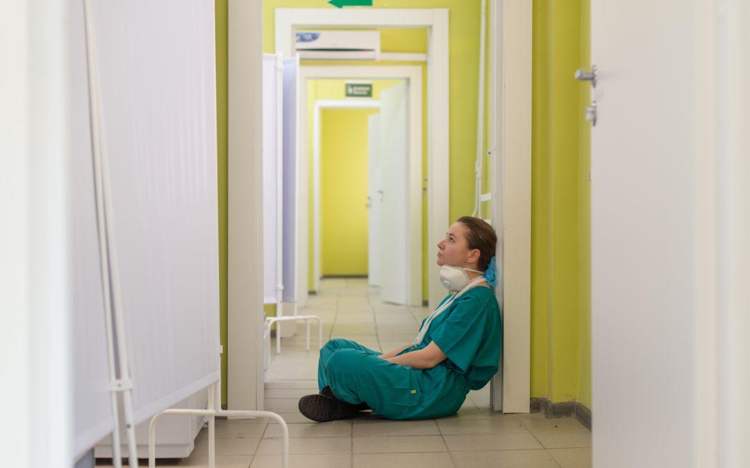 Quand les soignants n'arrivent plus à soigner : comprendre la fatigue compassionnelle